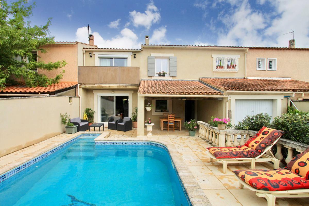 Maison de vacances villa chantegride france provence for Petite maison luxueuse
